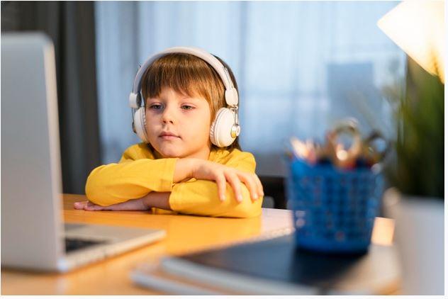 Vídeoaulas são importante recursos digitais educacionais nesse momento de aulas remotas. Foto: Reprodução.